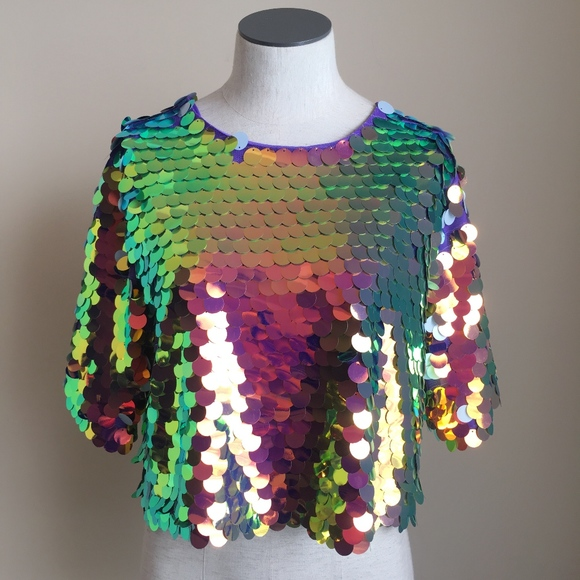 077b36b3f73b05 New Look Oversized Holographic Sequin Crop Top